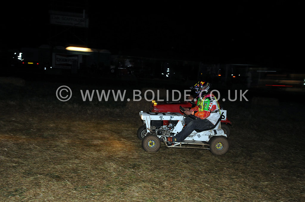 2011-12-hour-lawnmower-race-4579
