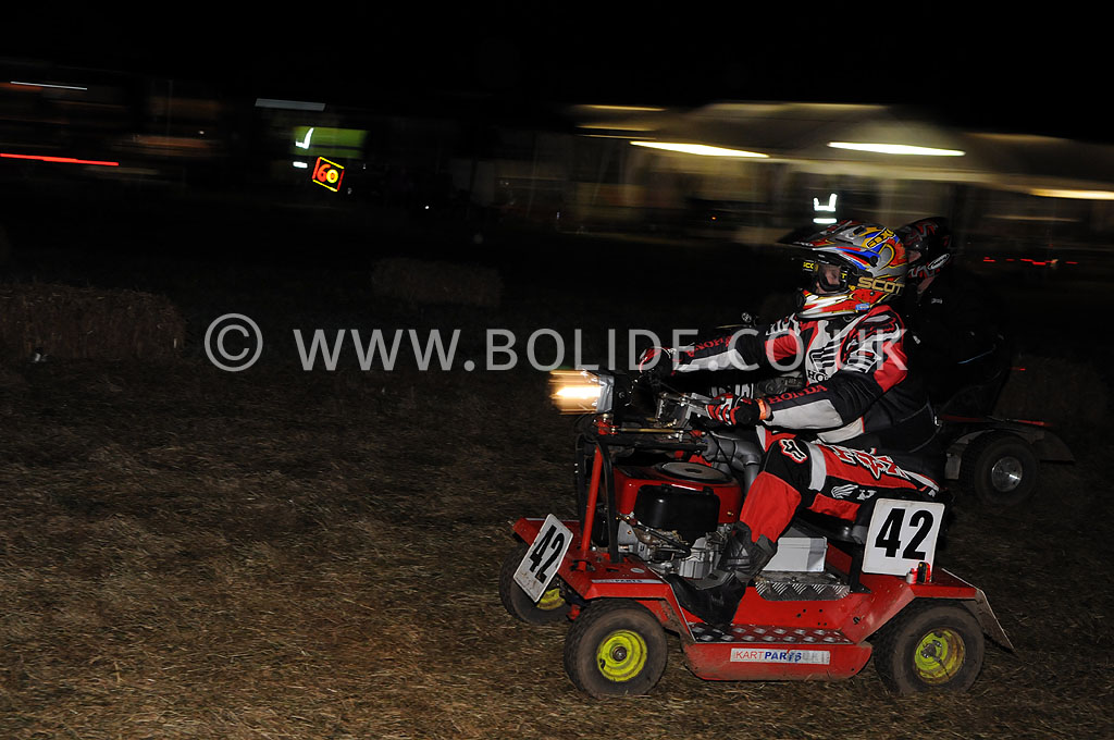 2011-12-hour-lawnmower-race-4580