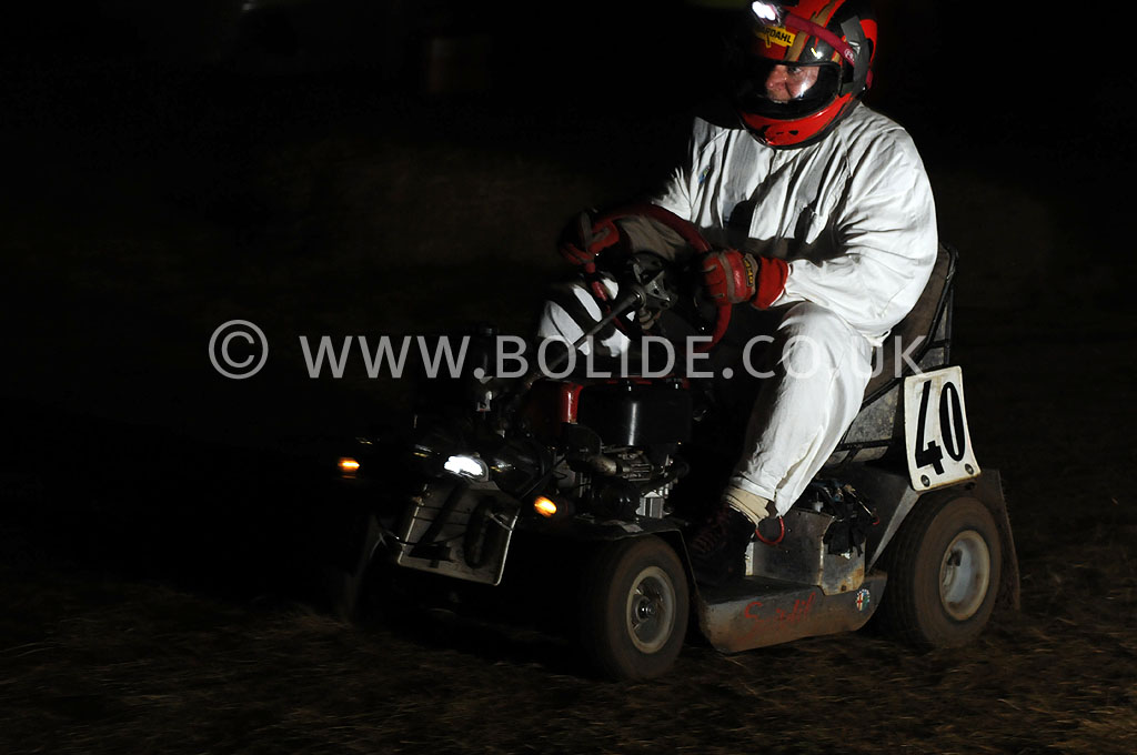 2011-12-hour-lawnmower-race-4615
