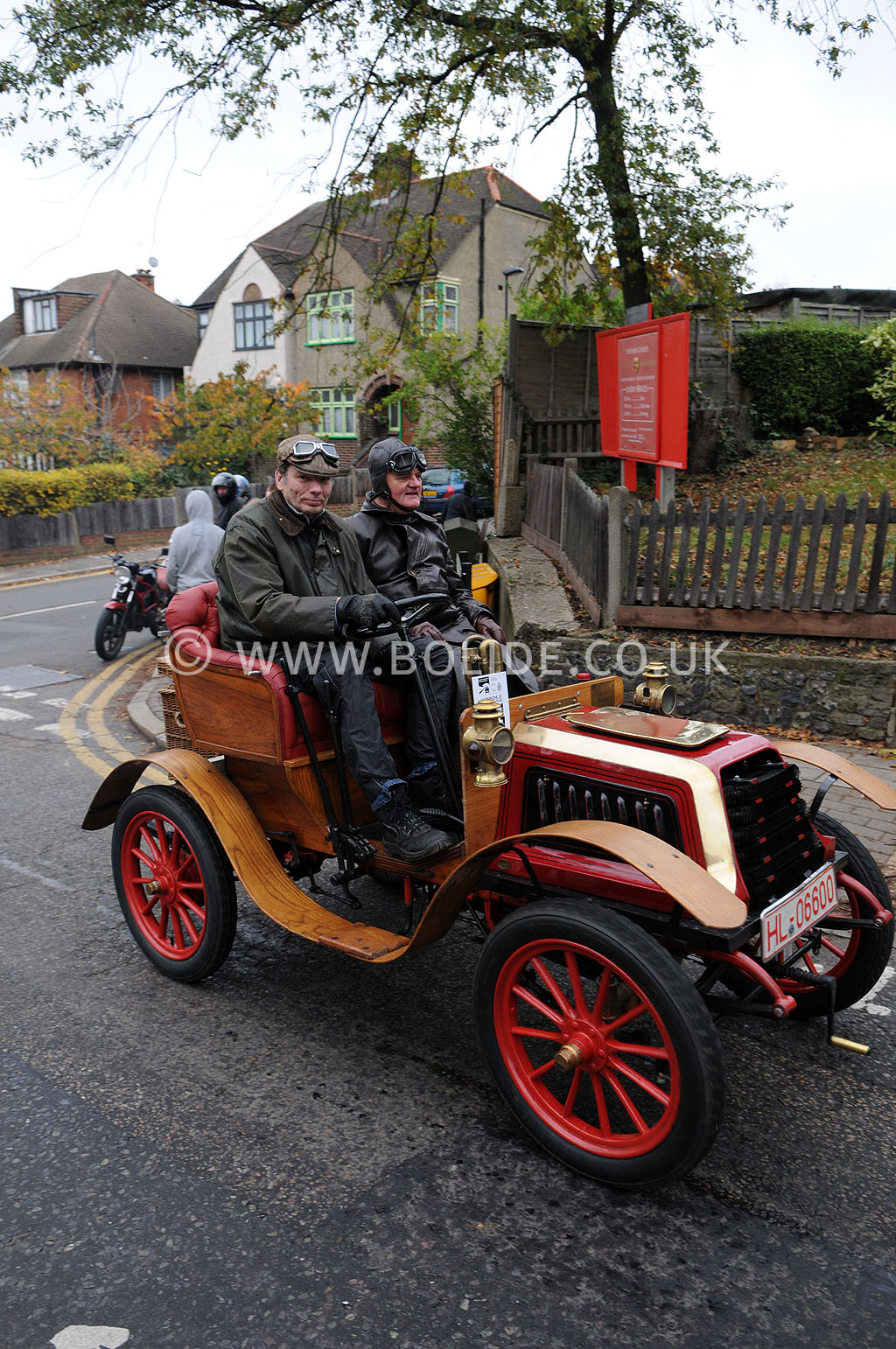 2011-london-to-brighton-veteran-car-run-8801