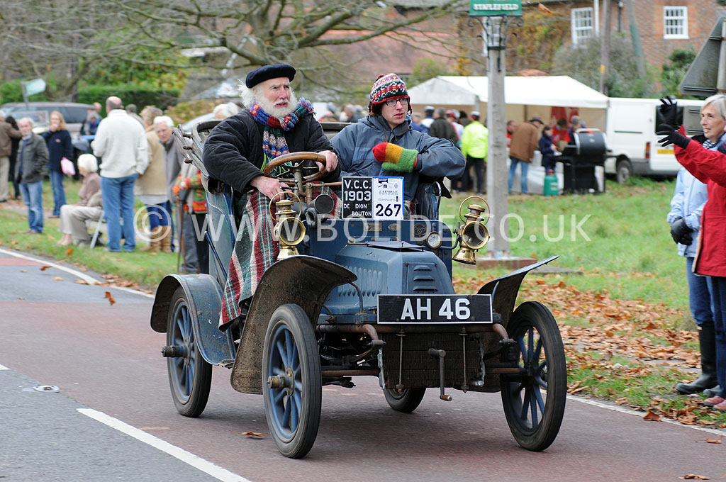 2011-london-to-brighton-veteran-car-run-9042