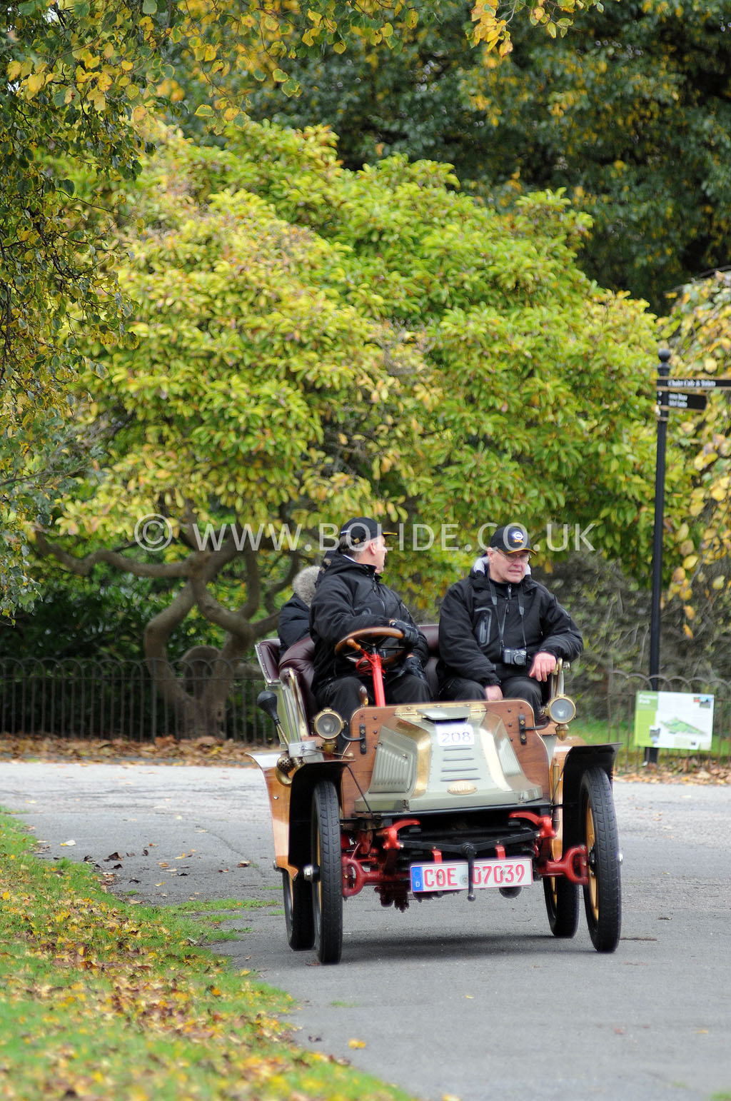2011-london-to-brighton-veteran-car-run-9120