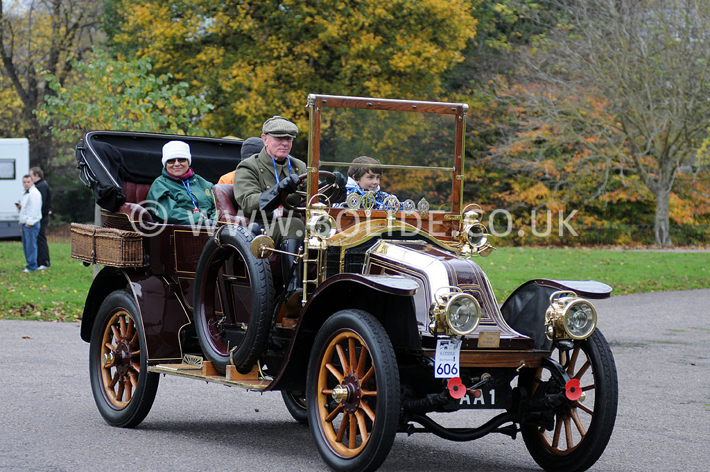2011-london-to-brighton-veteran-car-run-9129